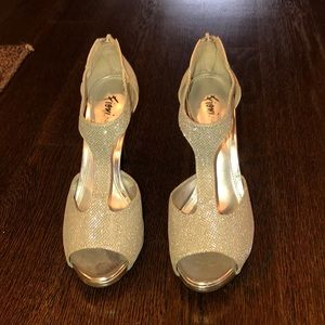 Shoes - Size 7 Fioni night heels